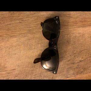 Ray-Ban Wayfarer Sun Glasses
